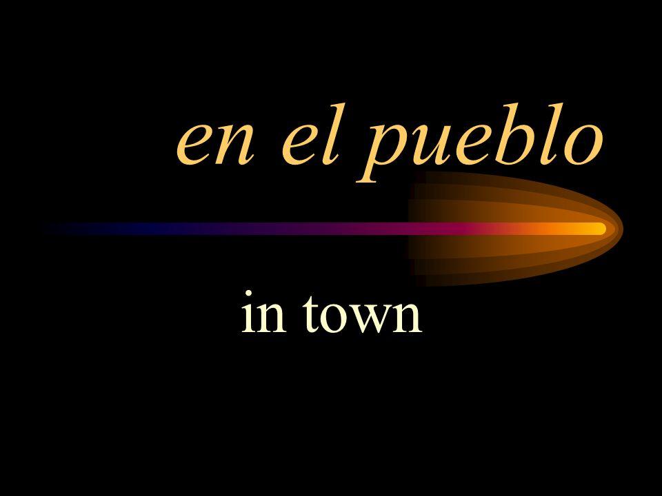 en el pueblo in town