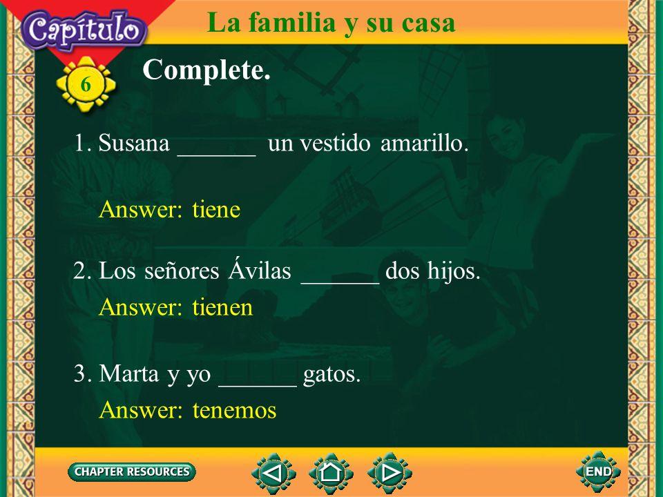 La familia y su casa Complete. Susana ______ un vestido amarillo.