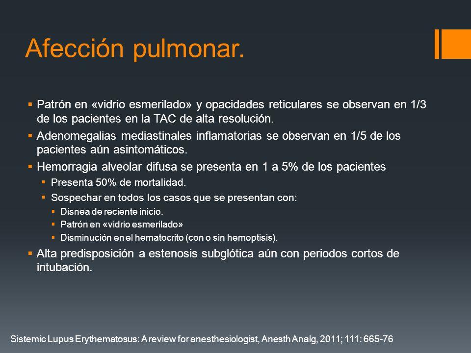 Afección pulmonar. Patrón en «vidrio esmerilado» y opacidades reticulares se observan en 1/3 de los pacientes en la TAC de alta resolución.