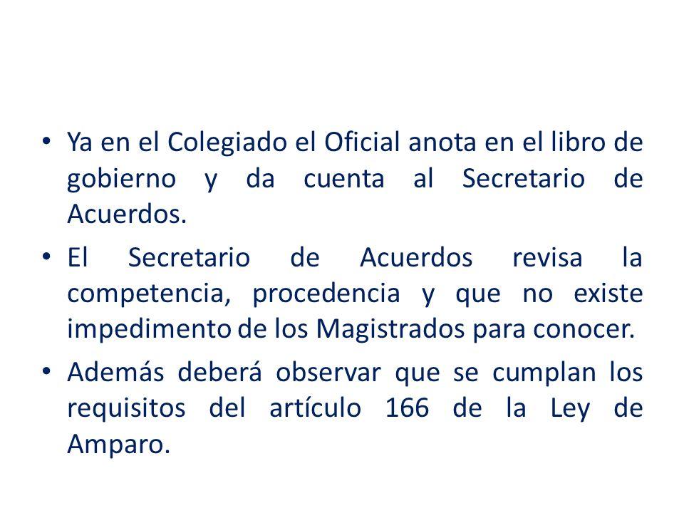 Ya en el Colegiado el Oficial anota en el libro de gobierno y da cuenta al Secretario de Acuerdos.
