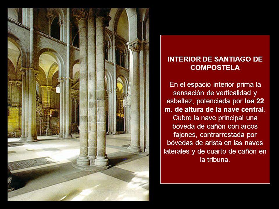 INTERIOR DE SANTIAGO DE COMPOSTELA En el espacio interior prima la sensación de verticalidad y esbeltez, potenciada por los 22 m.