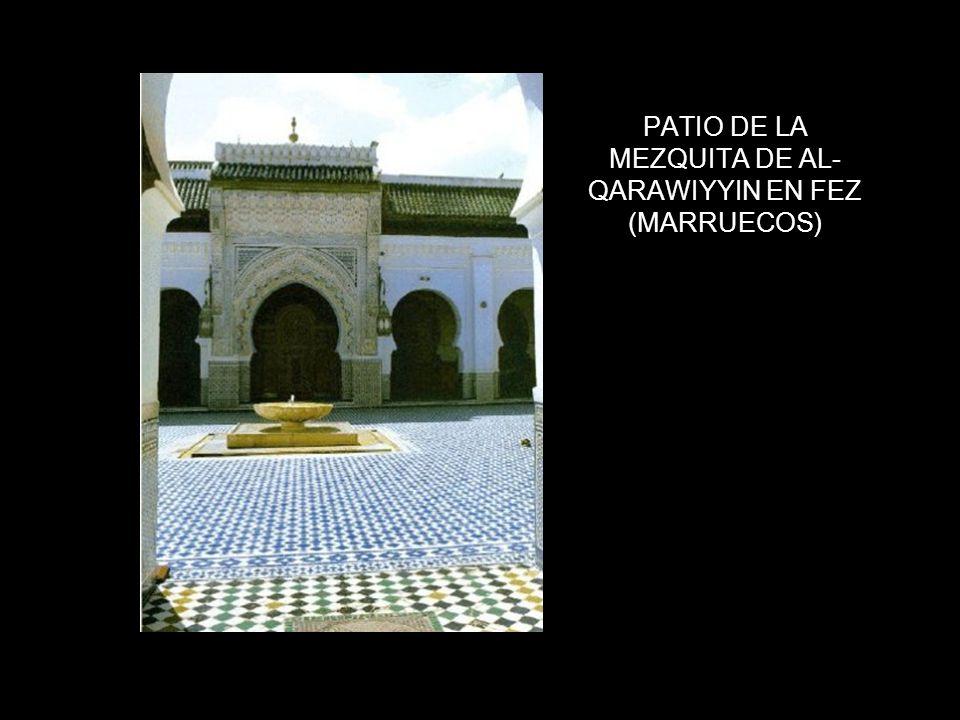 PATIO DE LA MEZQUITA DE AL-QARAWIYYIN EN FEZ (MARRUECOS)