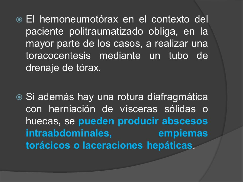 El hemoneumotórax en el contexto del paciente politraumatizado obliga, en la mayor parte de los casos, a realizar una toracocentesis mediante un tubo de drenaje de tórax.