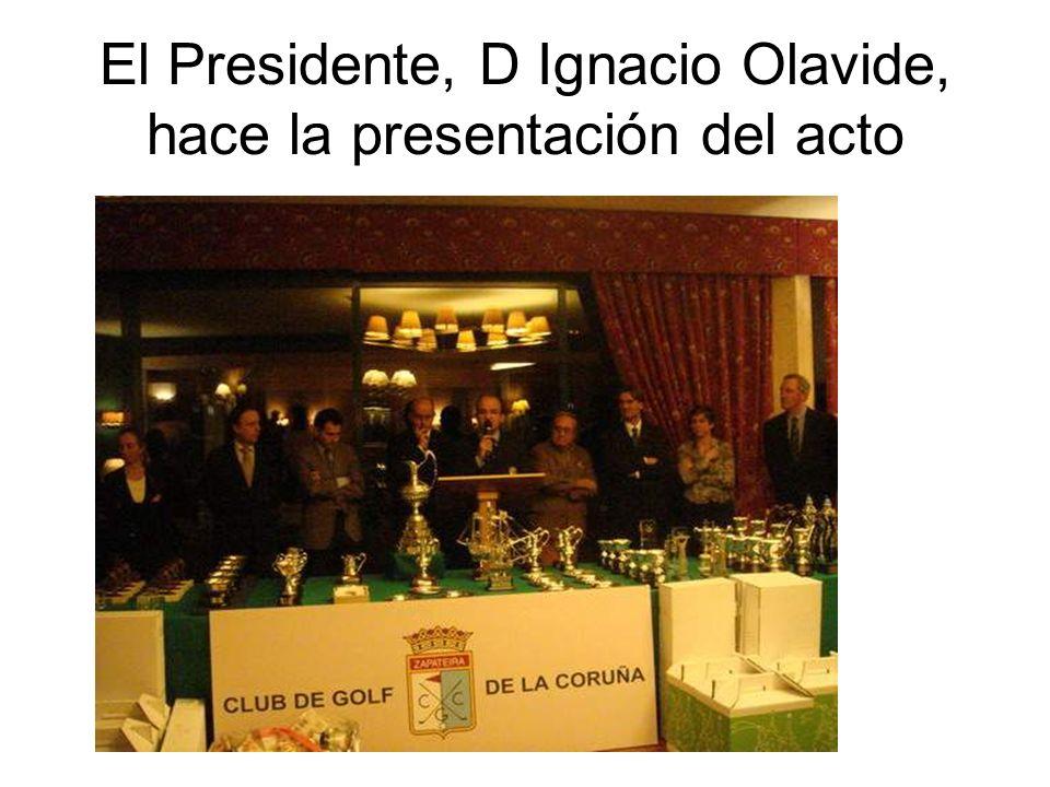 El Presidente, D Ignacio Olavide, hace la presentación del acto