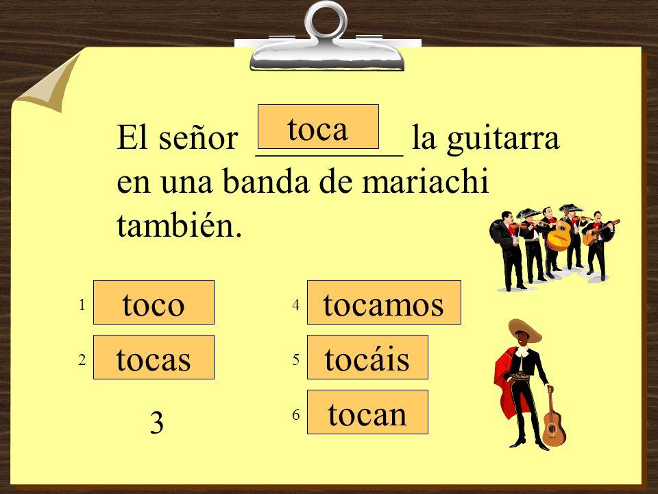 El señor ________ la guitarra en una banda de mariachi también.