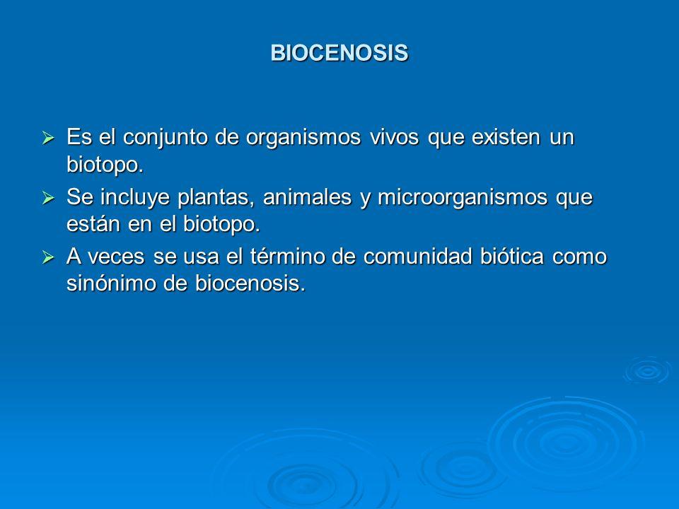 BIOCENOSIS Es el conjunto de organismos vivos que existen un biotopo. Se incluye plantas, animales y microorganismos que están en el biotopo.