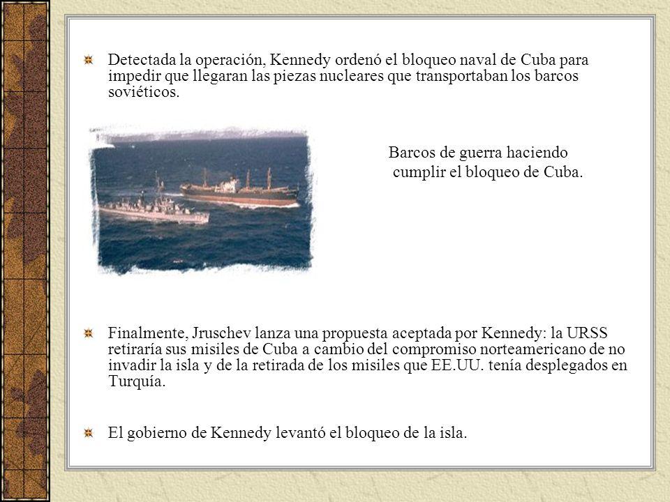 Detectada la operación, Kennedy ordenó el bloqueo naval de Cuba para impedir que llegaran las piezas nucleares que transportaban los barcos soviéticos.