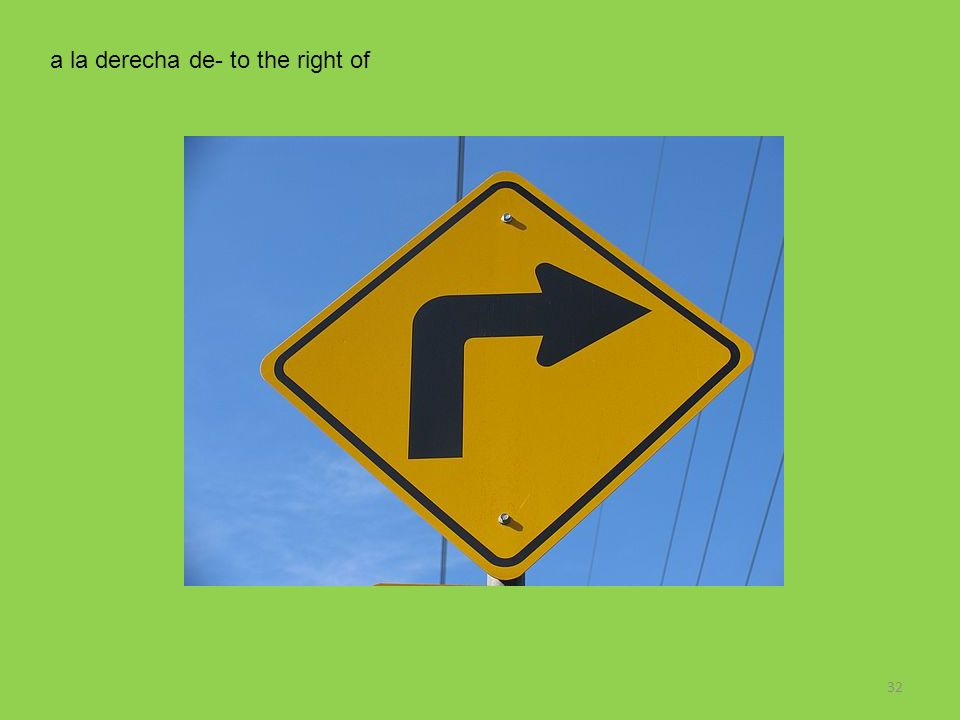 a la derecha de- to the right of