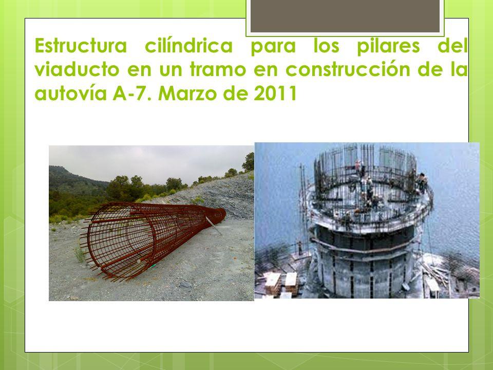 Estructura cilíndrica para los pilares del viaducto en un tramo en construcción de la autovía A-7.
