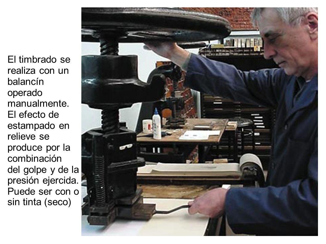 El timbrado se realiza con un balancín operado manualmente