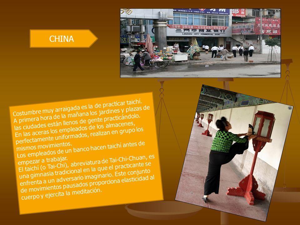 CHINA Costumbre muy arraigada es la de practicar taichí.