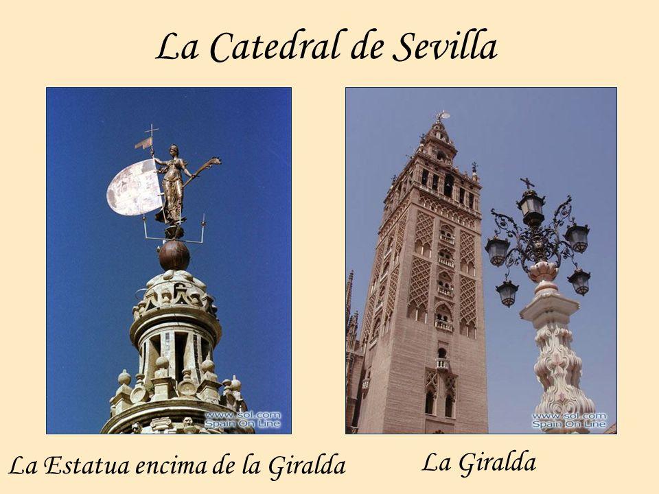 La Catedral de Sevilla La Estatua encima de la Giralda La Giralda