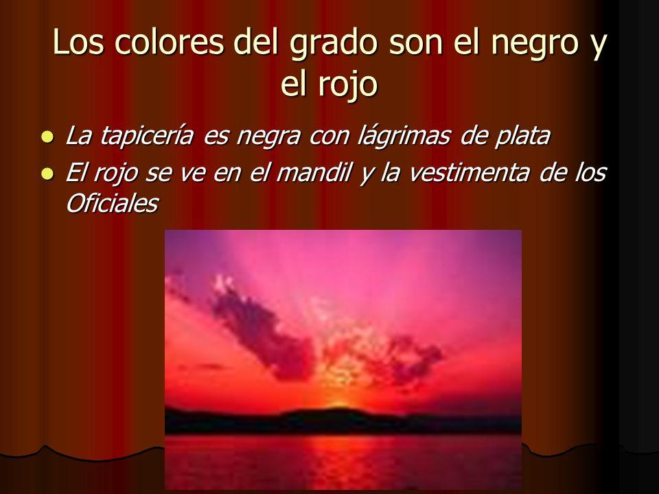 Los colores del grado son el negro y el rojo