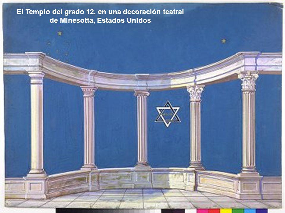 El Templo del grado 12, en una decoración teatral