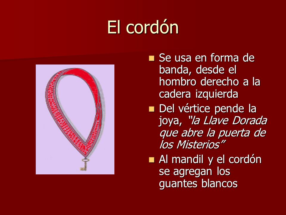 El cordón Se usa en forma de banda, desde el hombro derecho a la cadera izquierda.