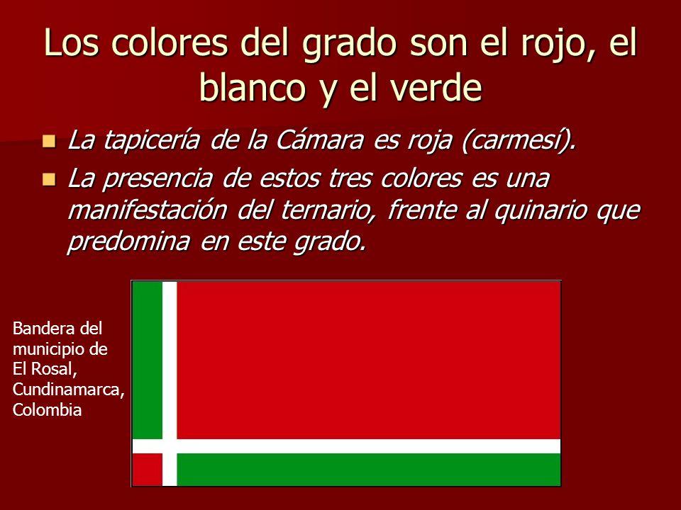 Los colores del grado son el rojo, el blanco y el verde