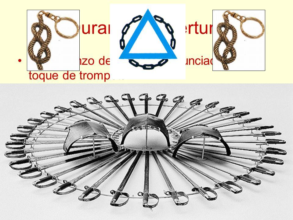 Durante la Apertura El comienzo del Ritual es anunciado por un toque de trompeta.