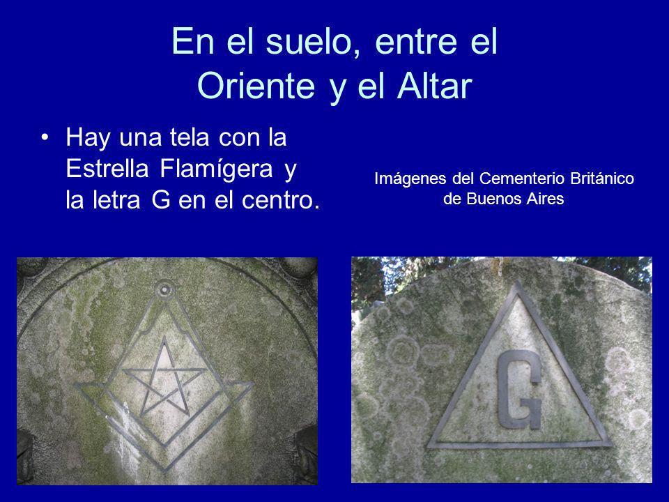 En el suelo, entre el Oriente y el Altar