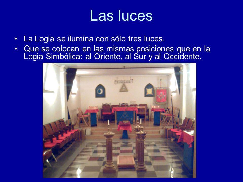 Las luces La Logia se ilumina con sólo tres luces.