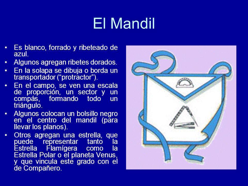 El Mandil Es blanco, forrado y ribeteado de azul.