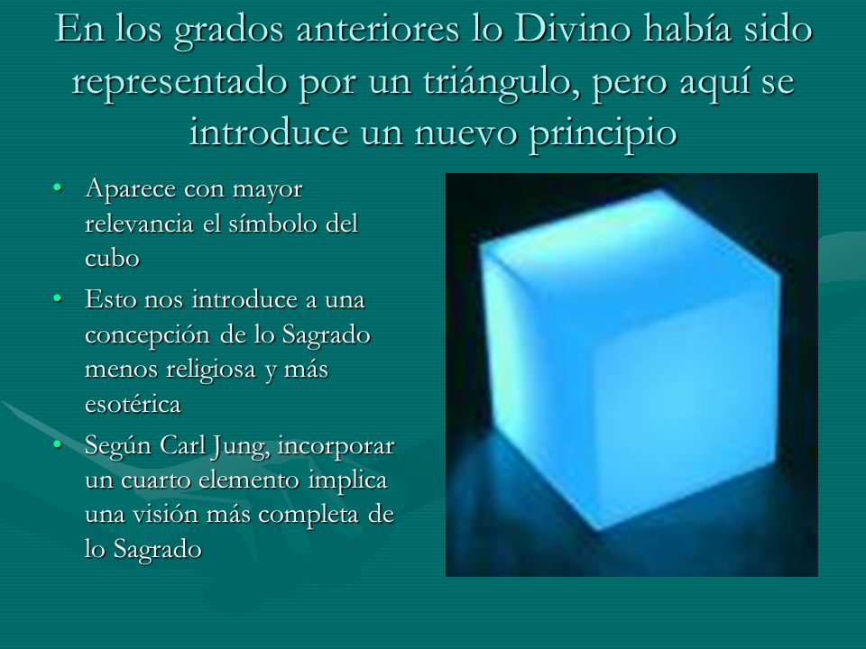 En los grados anteriores lo Divino había sido representado por un triángulo, pero aquí se introduce un nuevo principio