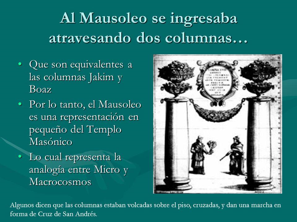 Al Mausoleo se ingresaba atravesando dos columnas…