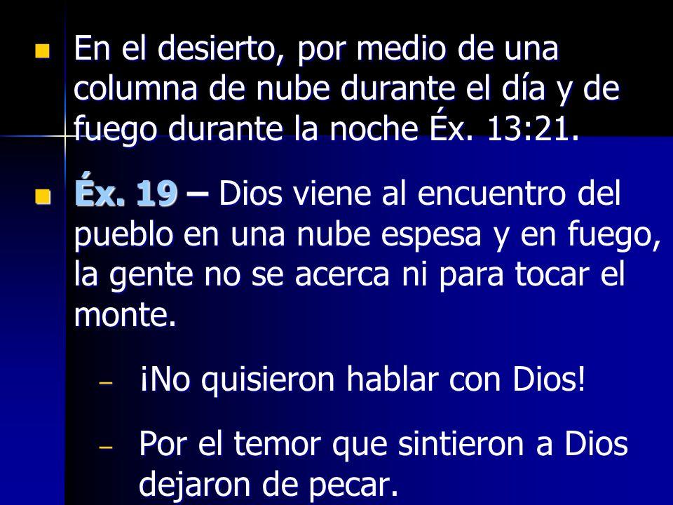 En el desierto, por medio de una columna de nube durante el día y de fuego durante la noche Éx. 13:21.