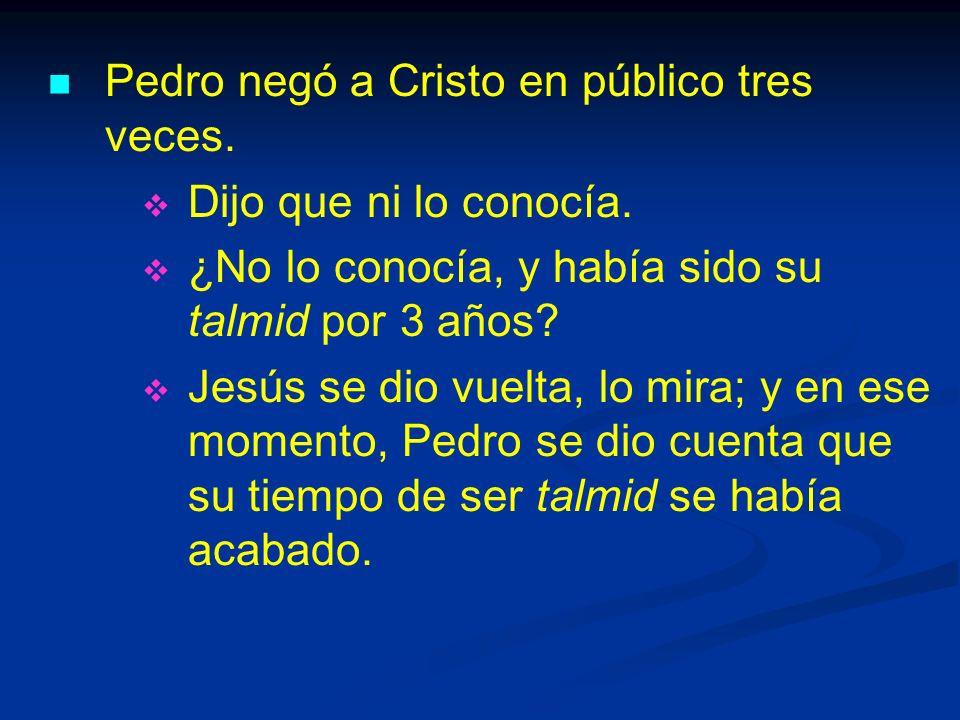 Pedro negó a Cristo en público tres veces.