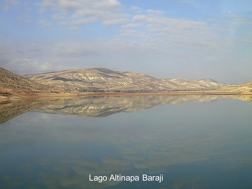 Lake Altinapa Baraji with reflection