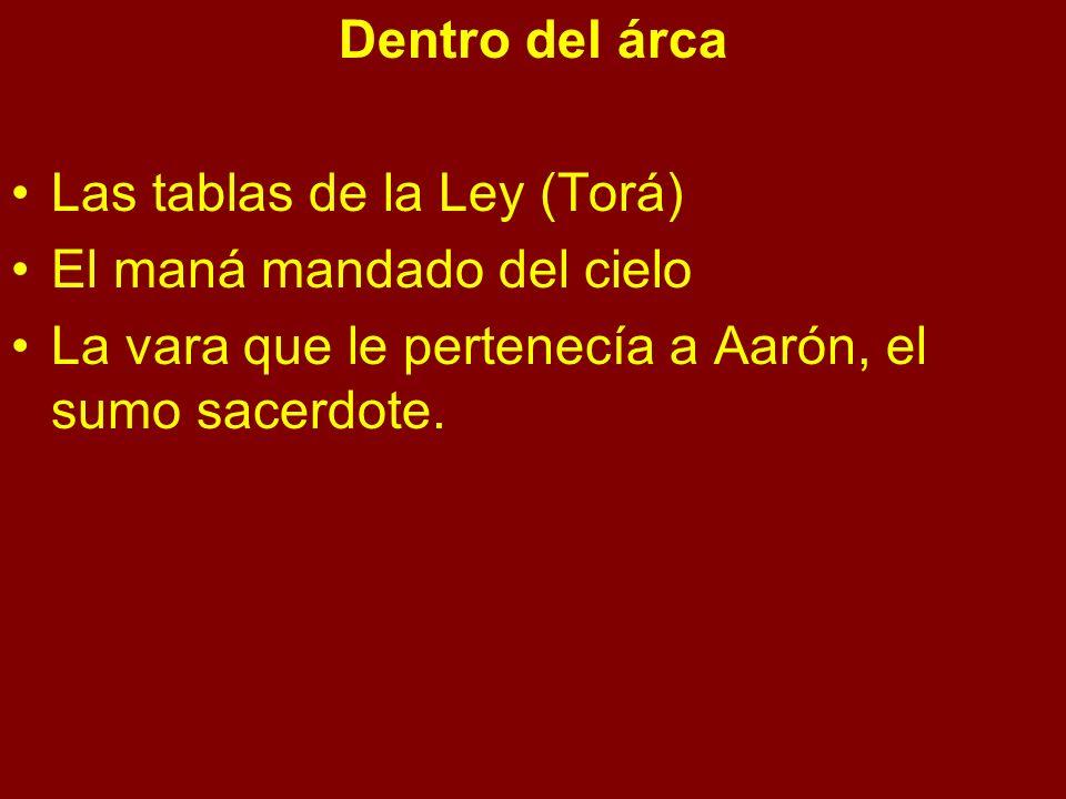 Dentro del árca Las tablas de la Ley (Torá) El maná mandado del cielo.