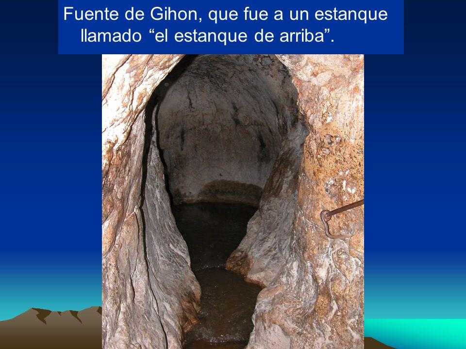 Fuente de Gihon, que fue a un estanque llamado el estanque de arriba .