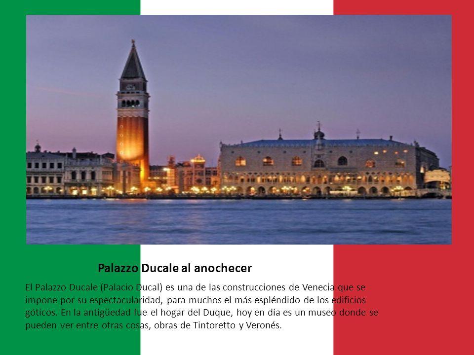 Palazzo Ducale al anochecer