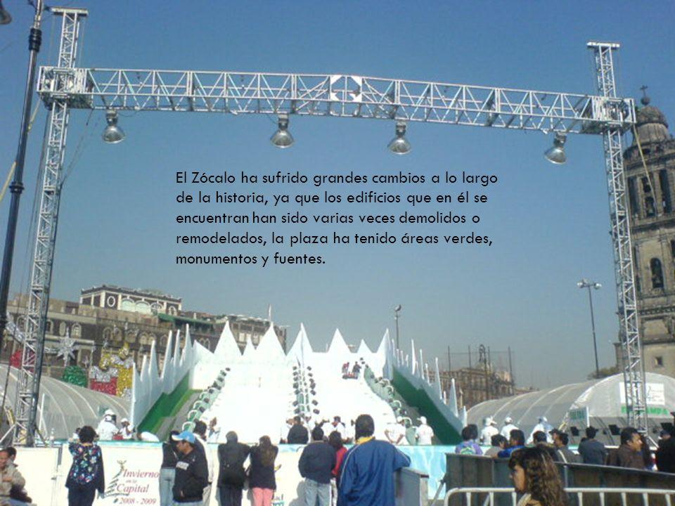 El Zócalo ha sufrido grandes cambios a lo largo de la historia, ya que los edificios que en él se encuentran han sido varias veces demolidos o remodelados, la plaza ha tenido áreas verdes, monumentos y fuentes.