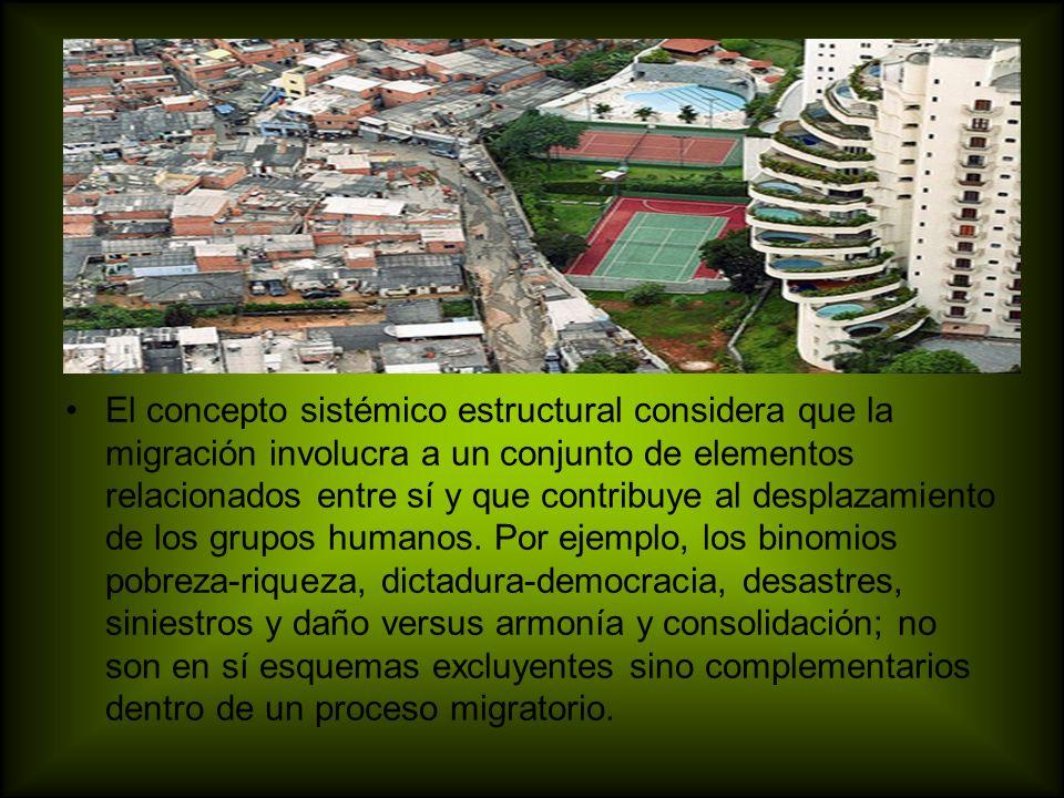 El concepto sistémico estructural considera que la migración involucra a un conjunto de elementos relacionados entre sí y que contribuye al desplazamiento de los grupos humanos.