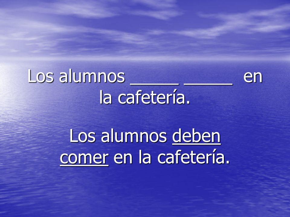 Los alumnos _____ _____ en la cafetería.