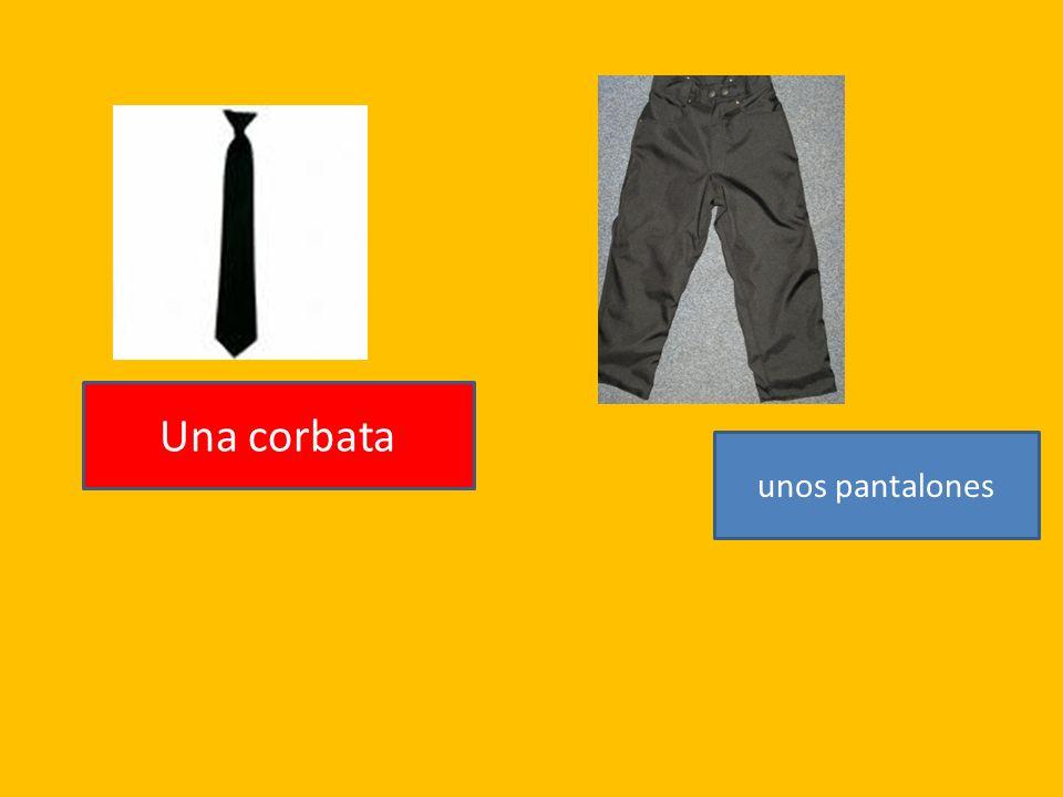 Una corbata unos pantalones