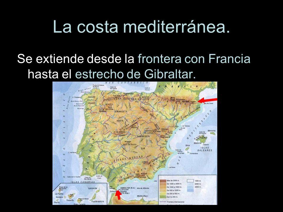 La costa mediterránea. Se extiende desde la frontera con Francia hasta el estrecho de Gibraltar.
