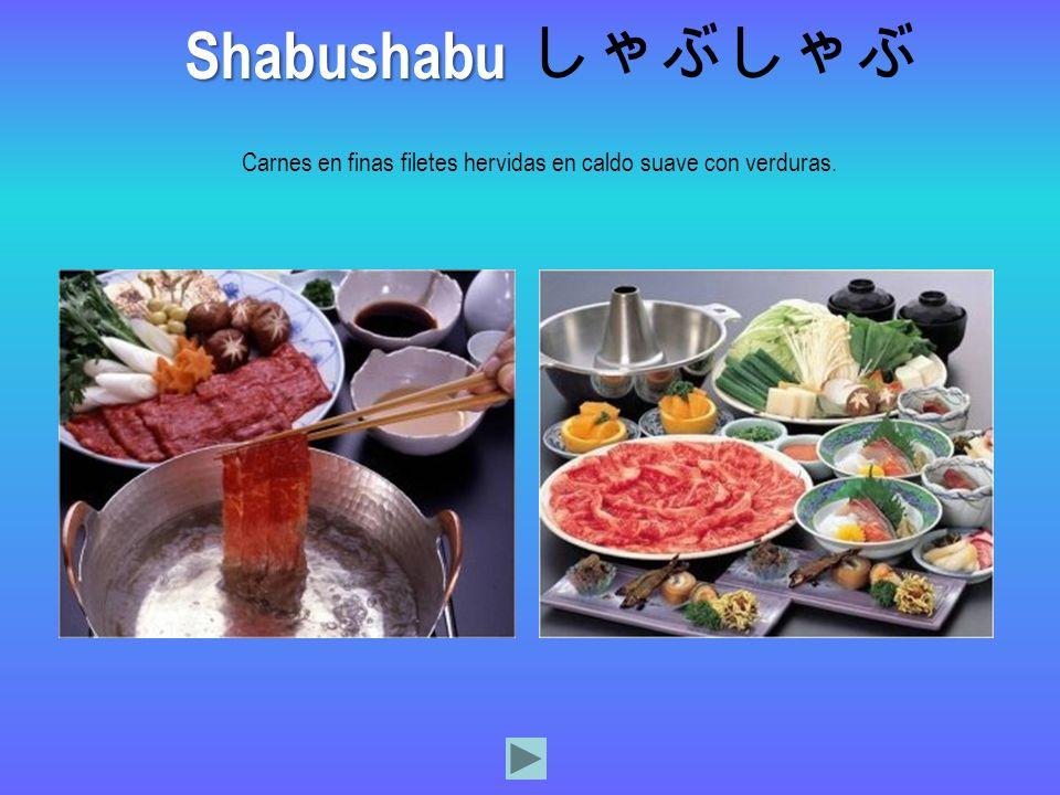 Carnes en finas filetes hervidas en caldo suave con verduras.
