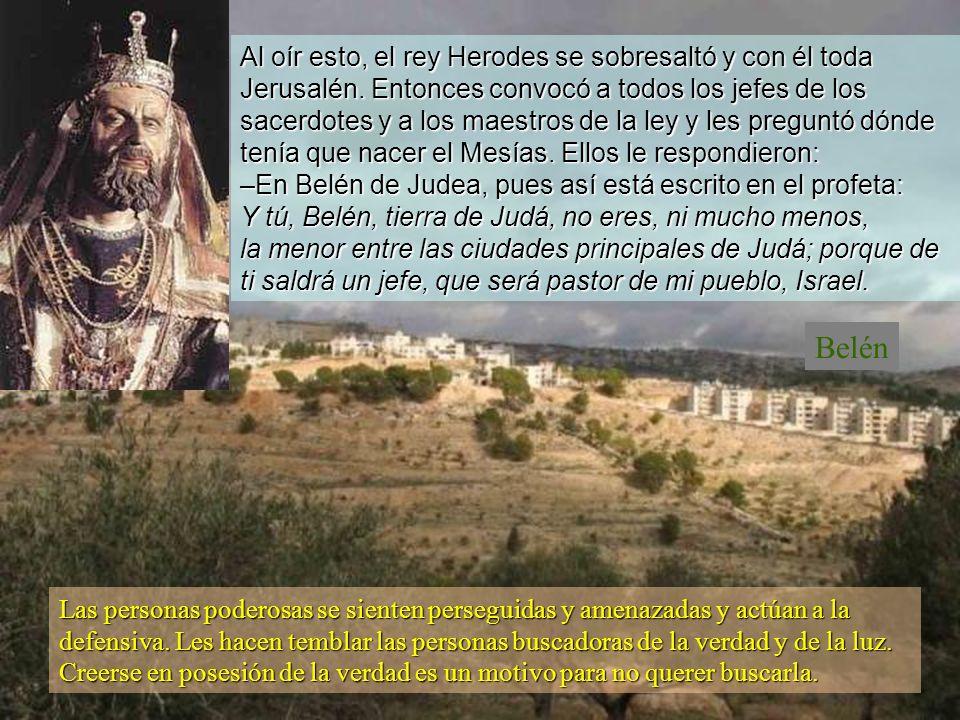 Al oír esto, el rey Herodes se sobresaltó y con él toda Jerusalén