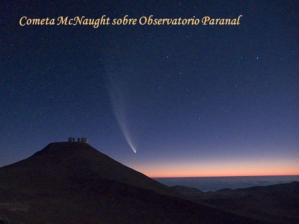 Cometa McNaught sobre Observatorio Paranal