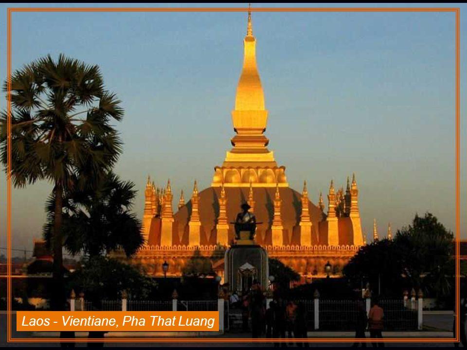 Laos - Vientiane, Pha That Luang