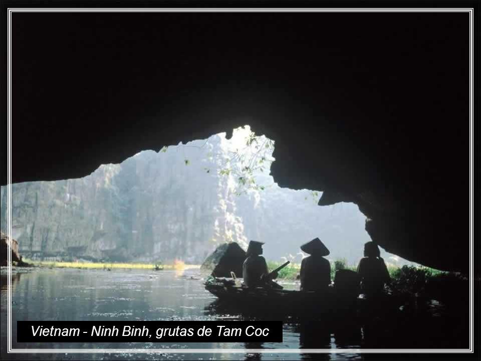 Vietnam - Ninh Binh, grutas de Tam Coc