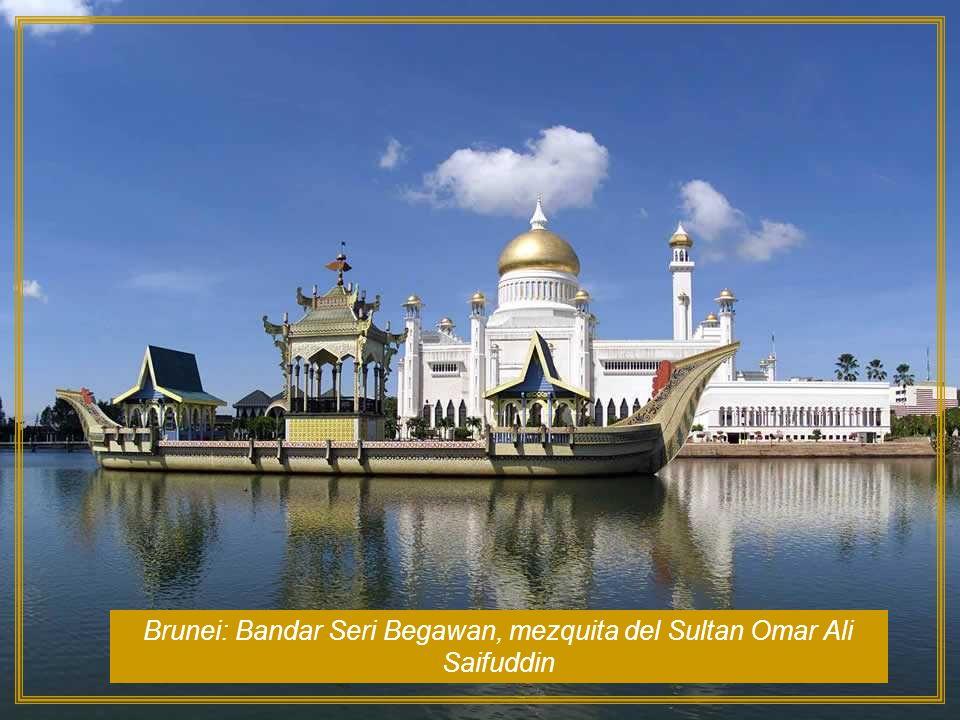 Brunei: Bandar Seri Begawan, mezquita del Sultan Omar Ali Saifuddin