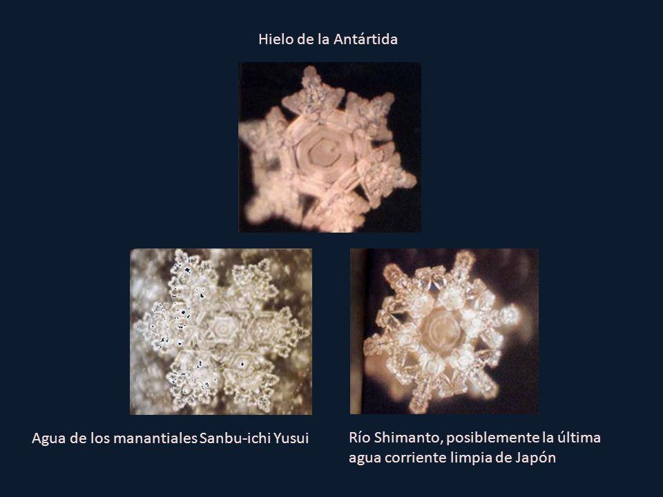 Hielo de la Antártida Agua de los manantiales Sanbu-ichi Yusui.