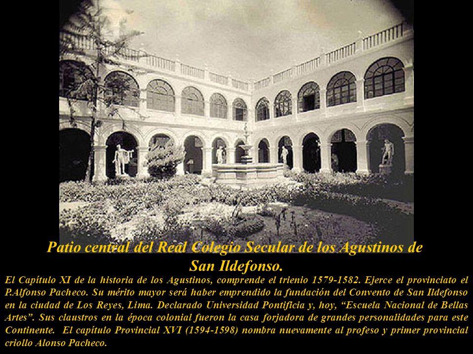 Patio central del Real Colegio Secular de los Agustinos de San Ildefonso.