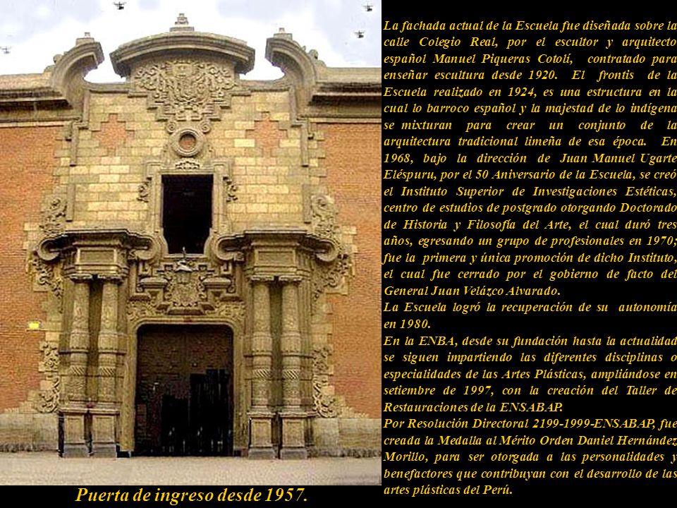 Puerta de ingreso desde 1957.