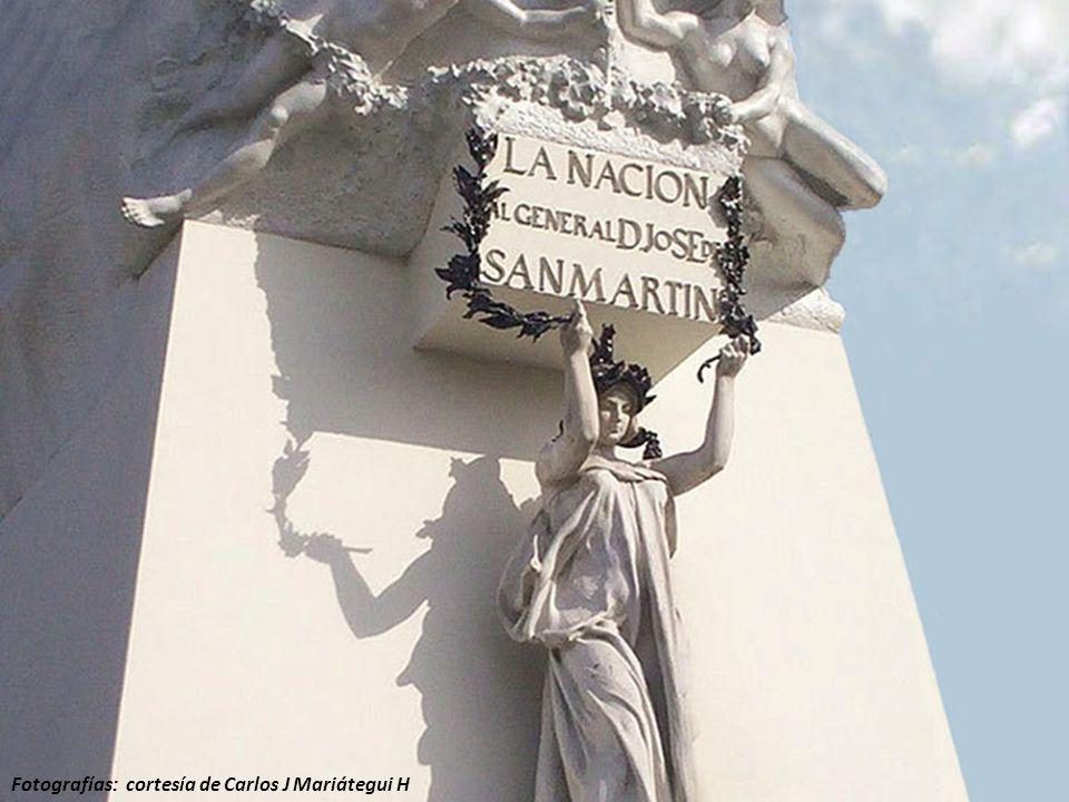 Recién en 1901 se levantó un monumento de San Martín en el Callao, factura del escultor italiano residente en Lima, Lodovico Agonstino Marazzani Visconty (Italia, 1835-Lima, 1914)