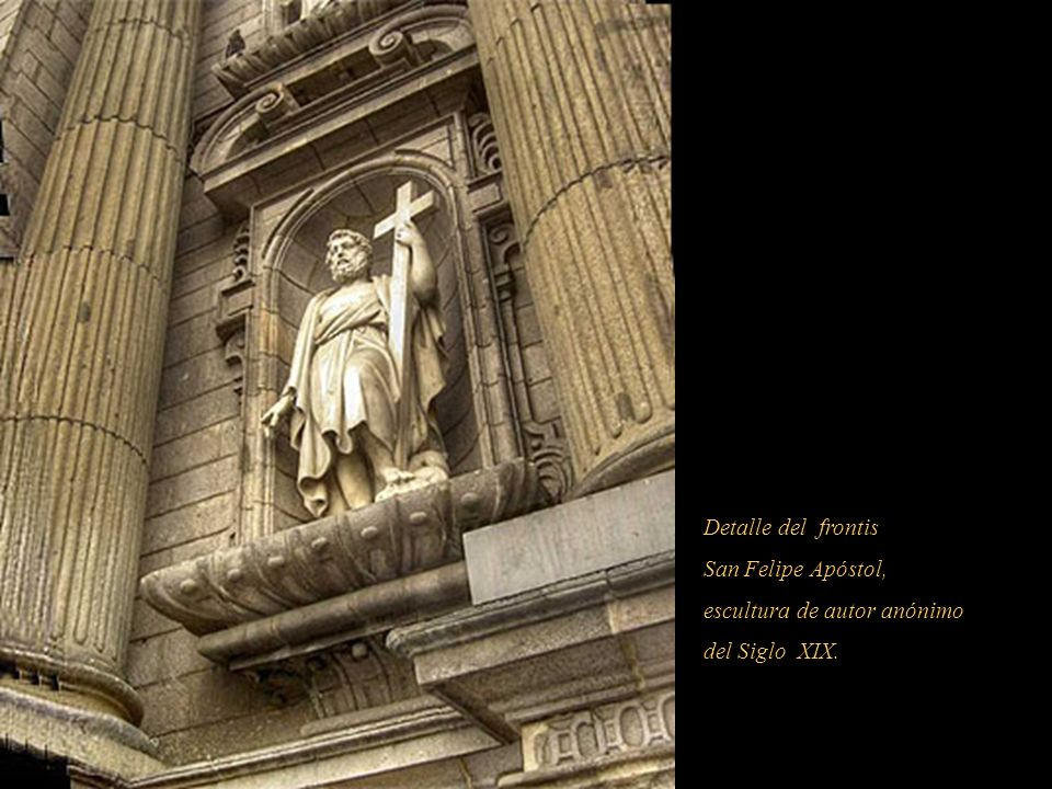 Detalle del frontis San Felipe Apóstol, escultura de autor anónimo del Siglo XIX.