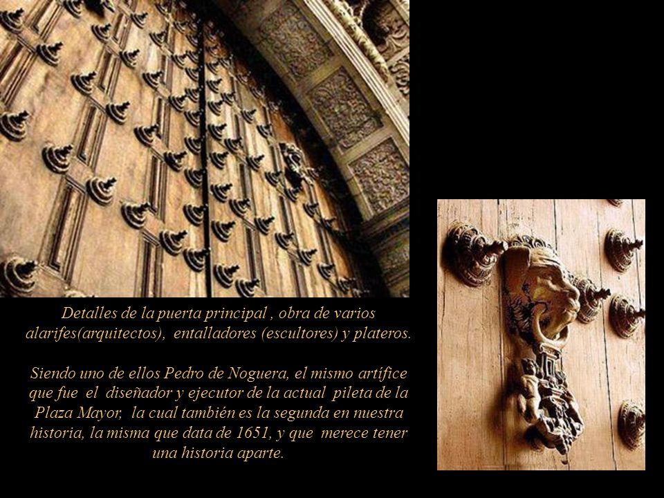 Detalles de la puerta principal , obra de varios alarifes(arquitectos), entalladores (escultores) y plateros.