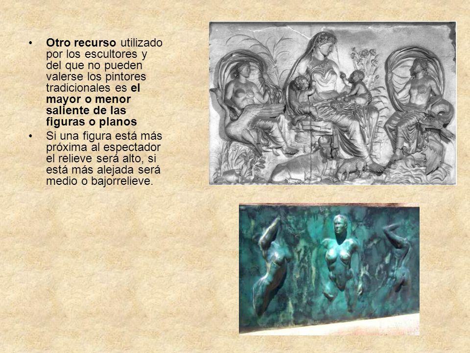 Otro recurso utilizado por los escultores y del que no pueden valerse los pintores tradicionales es el mayor o menor saliente de las figuras o planos
